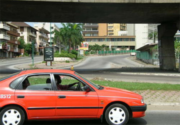 Un taxi-compteur à Abidjan (c) www.auto.ci
